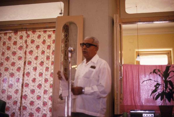 Adi K. Irani speaking to the visitors. Courtesy of Larry & Rita Karrasch