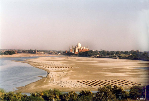 Photo taken by Anthony Zois 1988 - View of the Taj Mahal and Yamuna River from the Agra Fort