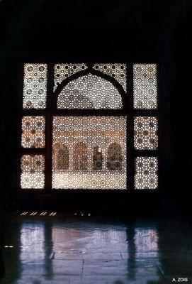 Salim Christi's Tomb - screen detail at dusk