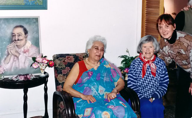 Katie Irani ( left ) with Beryl Gibbens and Eulleen Darcy . Photo taken by Jim Miskia