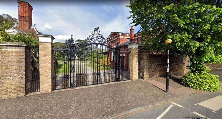 2nd Gate at Kew Gardens on Kew Road