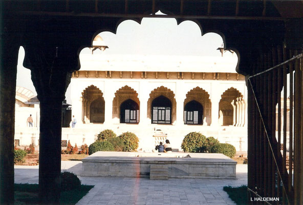 Photo taken by Lyn Haldeman 1988 ; Agra Fort - view of Anguri Bagh-Diwarh Khas