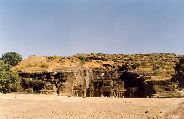Kailasha Temple : Cave 16 - Entrance ; photo by Anthony Zois