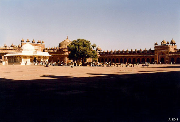 Photo taken by Anthony Zois 1988 ; Fatehpur Sikri_ N-E section of the Congregational Courtyard with King's Gate & Salim Christi's Tomb
