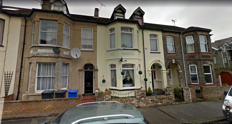 Craske home ( 1901 ) 2 Cleveland Road Lowestoft - 1st home on far right