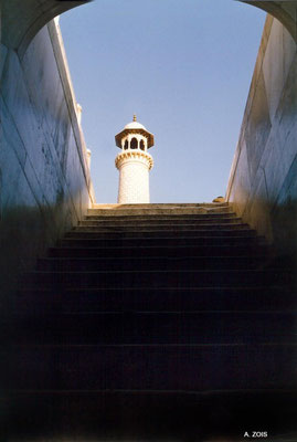 Photo taken by Anthony Zois 1988 - Taj Mahal - view from the bottom of the stairs with S E minaret