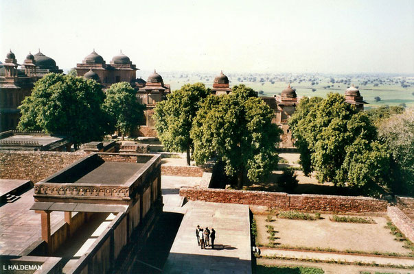 Photo taken by Lyn Haldeman 1988 ; Fatehpur Sikri - Panch Mahal - top floor view