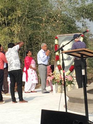 Shridhar Kelkar paying homage to Avatar Meher Baba