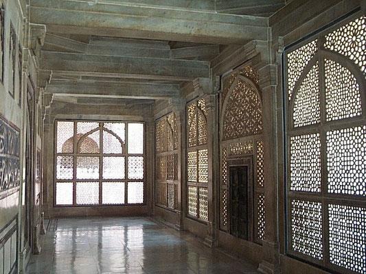 Salim Christi's Tomb - inside passage view daytime