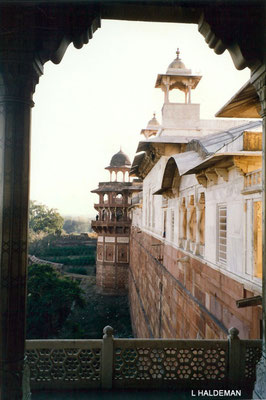 Photo taken by Lyn Haldeman 1988 ; Agra Fort