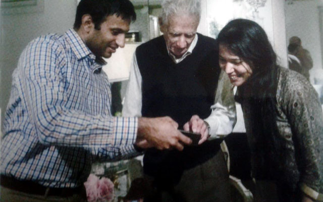 Ali Ramjoo ( centre ) with Meher Nidhi (Ahir's grand daughter ) & unknown ( far right ).