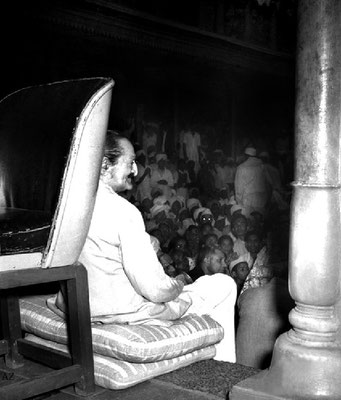 6th Nov.  Meher Baba sitting at Saint Gadge Maharaj's Dharamshala, Pandharpur