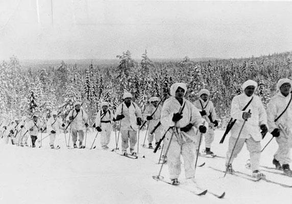 Finnish troops off on patrol