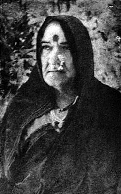 Upasni Maharaj dressed as a woman