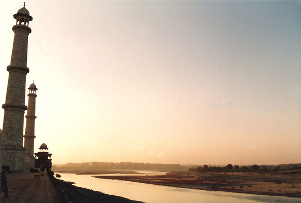 Photo taken by Anthony Zois 1988 - Rear of the Taj Mahal and the Yamuna River