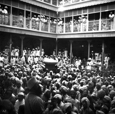 6th Nov. Crowd at Saint Gadge Maharaj's Dharamshala, Pandharpur