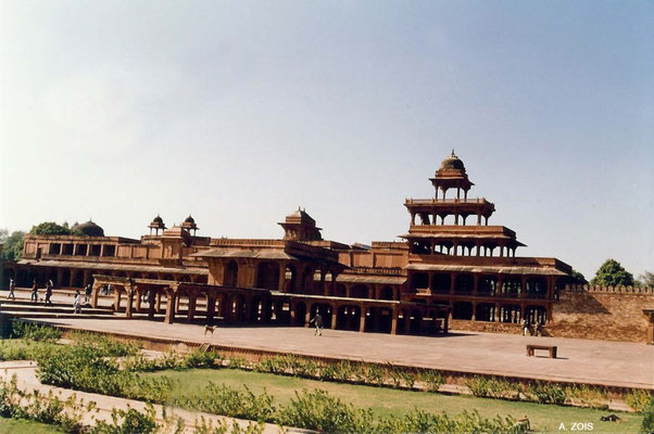 Photo taken by Anthony Zois 1988 ; Fatehpur Sikri - Panch Mahal
