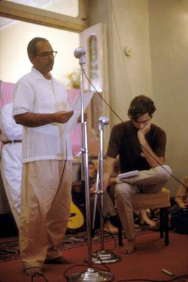 Bhau Kalchuri speaking. Courtesy of Larry & Rita Karrasch