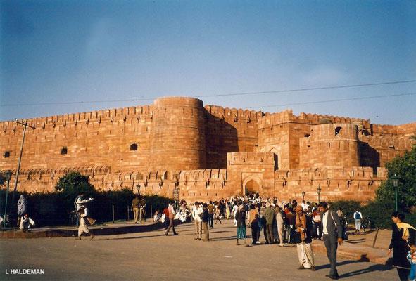 Photo taken by Lyn Haldeman 1988 ; Agra Fort