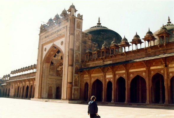 Photo taken by Anthony Zois 1988 ; Fatehpur Sikri - Congregational Courtyard with the Mihrab Shrine ( Western wall )