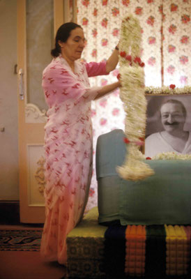Mehera Irani garlanding Baba's photo. Courtesy of Larry & Rita Karrasch
