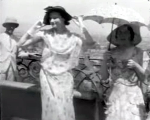 "Agra, India. Vivienne dressed-up (centre) with Kitty Davy. Courtesy of  DVD ""I am the One Reality"" & ECP Archives."