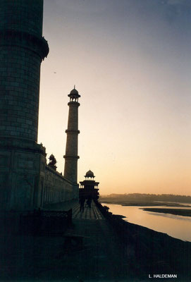 Photo taken by Lyn Haldeman 1988 - Rear of the Taj Mahal and the Yamuna River