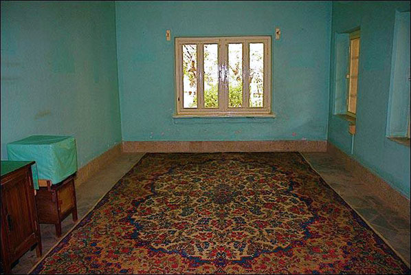 Sitting room without furniture