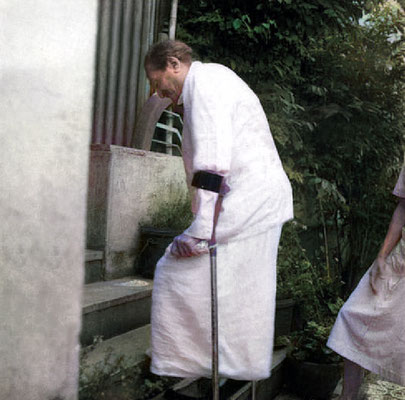 1952 Locarno : Baba doing exercises in the garden next to Hedi's home. Image colourized by Anthony Zois.