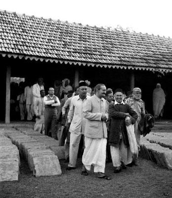 Meher Baba & his close ones at Saint Gadge Maharaj's Dharamshala, Pandharpur