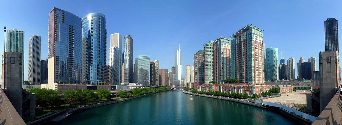 Buildings along the Chicago River
