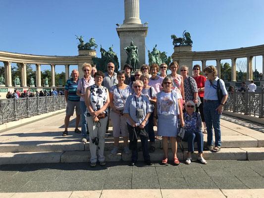 Reisegruppe auf dem Heldenplatz