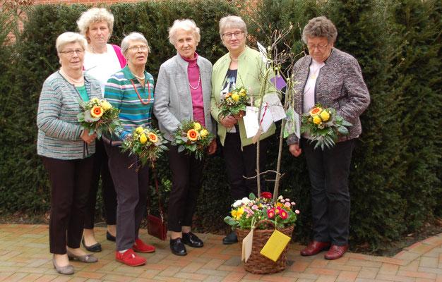 50 Jahre im LFV, v.l. : Margret Fahlenkamp, (Imke Wicke 1. Vorsitzende) Magdalene Kracke, Erna Meyer, Mathilde Cordes, Adele Dörmann