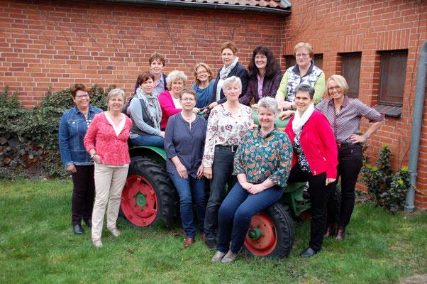 Ein letztes Gruppenfoto mit dem gesamten Vorstand und der Nachfolgerin Heide Ehlers