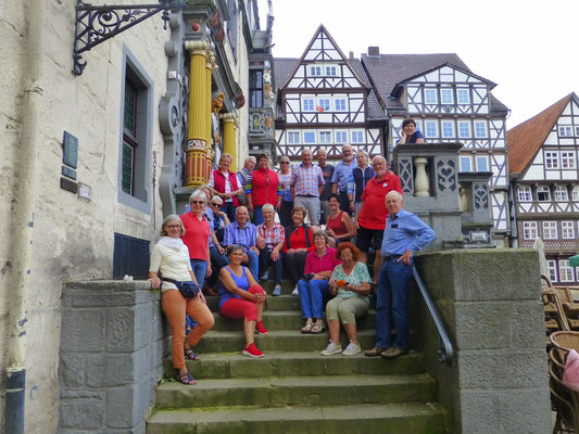 Reisegruppe vor dem historischen Rathaus in Hann. Münden © Ina Homfeld