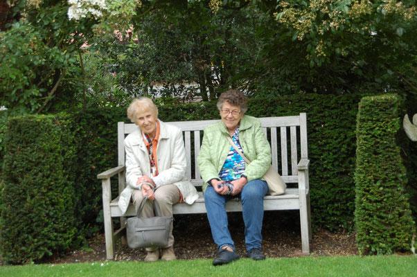"""""""So viele neue Eindrücke"""", eine willkommene Pause in einer der vielen Sitzecken im Garten Moormann"""