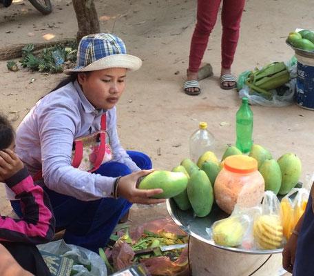 Frische Mango und Ananas