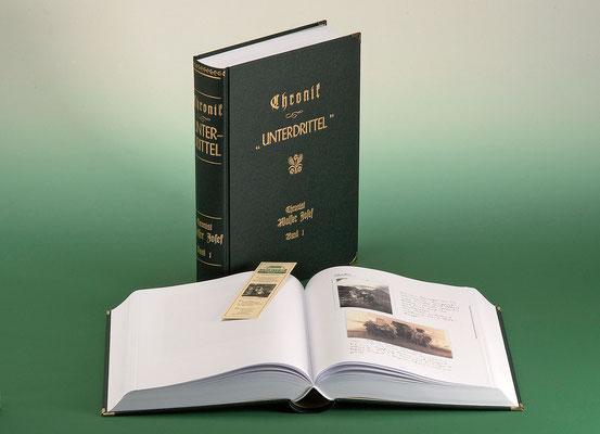 """CHRONIK UNTERDRITTEL: """"Unterdrittel"""" ist der Sammelbegriff für die sechs Weiler unterhalb des Dorfes Ischgl. Die gleichnamige, zweibändige, 840 Seiten umfassende, handgeschriebene Chronik schildert in Wort und Bild die wechselvolle Geschichte ...."""