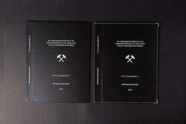 Ganzleinenbindung 1 x mit Dekorziernaht und 1 x ohne Dekorziernaht in Weiss