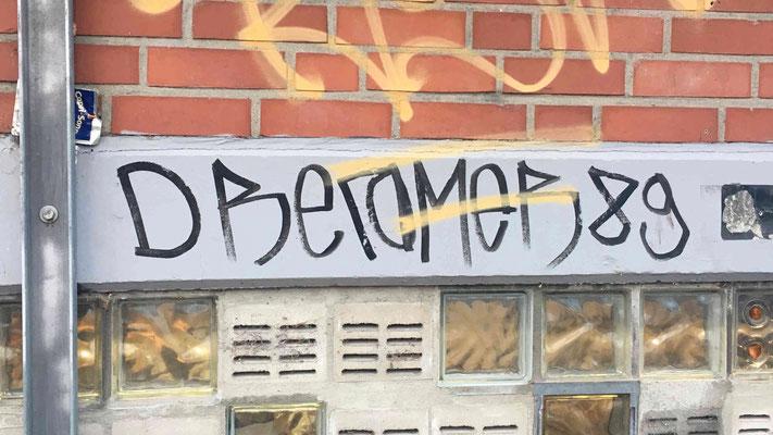 """DREAMER89 – Die alten Parolen. """"Wir sind das Volk"""" – ein Spruch von 1989."""