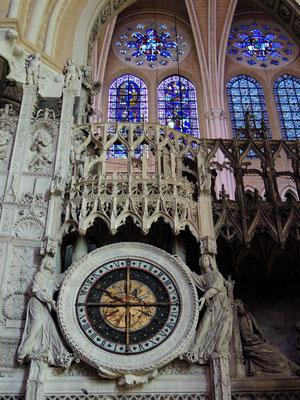 La décoration de la clôture du chœur