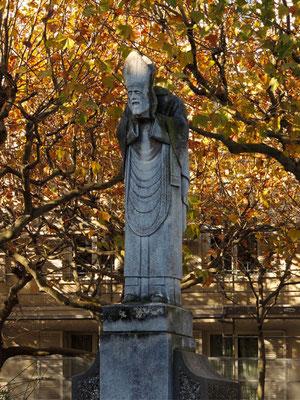 La statua di San Denis