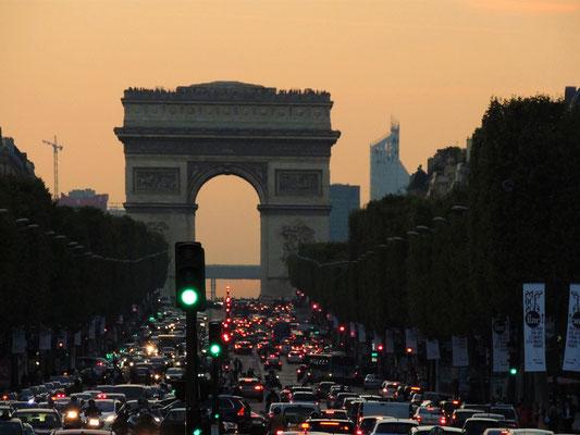 Gli Champs-Elysées e l'Arco di Trionfo