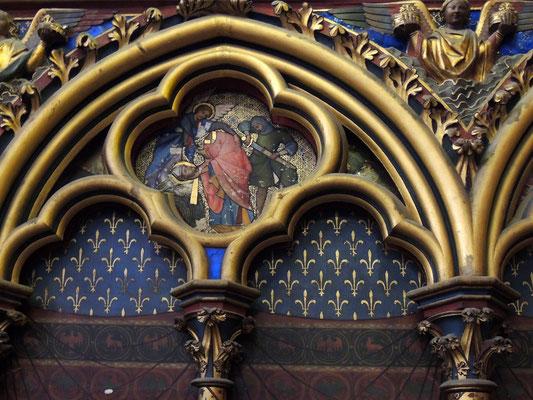 Un dettaglio del decoro della cappella alta