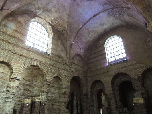 La sala del frigidarium delle antiche terme gallo-romane