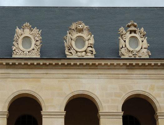 Le décor de la cour d'honneur