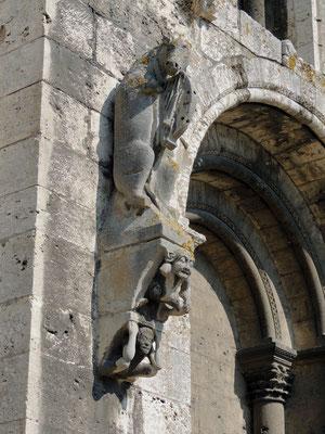 Un détail du décor extérieur « l'âne qui veille »
