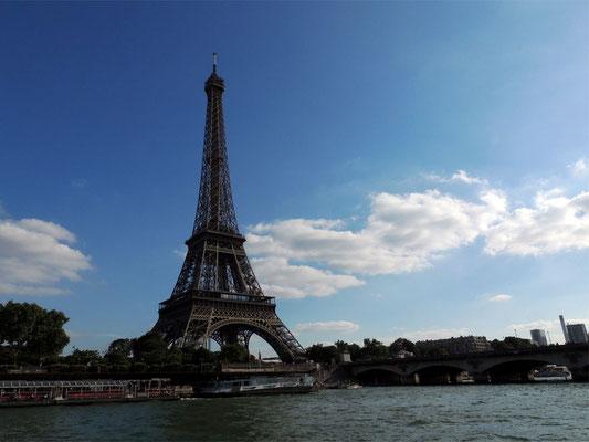 Vista della Tour Eiffel dalla riva destra della Senna