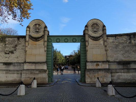 L'entrata principale del cimitero