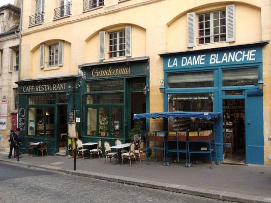 Dei caffè-ristoranti del quartiere
